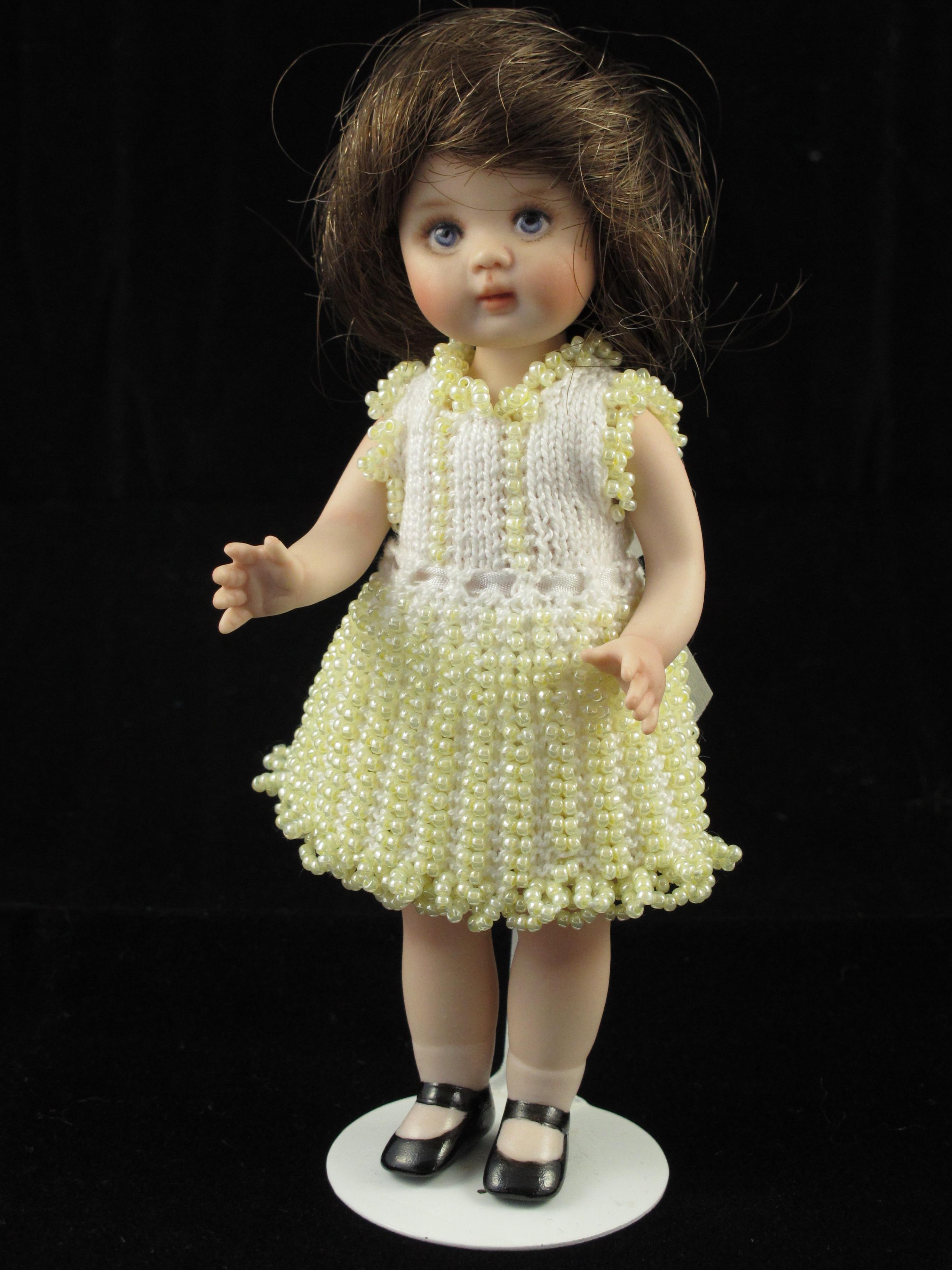 Beaded Knitting Patterns Half Dolls : Delightful Dolly Beaded knitting pattern   Lee-Annes Dolls